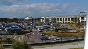 この駐車場が「ワンダーホイール展・覧・車」の場所でしょう。